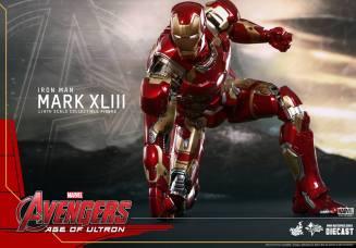 Hot Toys Iron Man Mark XLIII figure - set for lift off