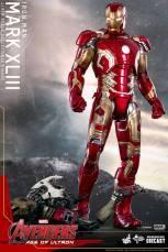 Hot Toys Iron Man Mark XLIII figure - standing