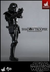 Hot Toys Star Wars Shadowtrooper - aiming