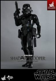 Hot Toys Star Wars Shadowtrooper - gun high