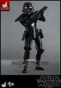 Hot Toys Star Wars Shadowtrooper -raised gun