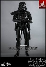 Hot Toys Star Wars Shadowtrooper - relaxed gun