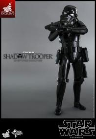 Hot Toys Star Wars Shadowtrooper - shoulder aim