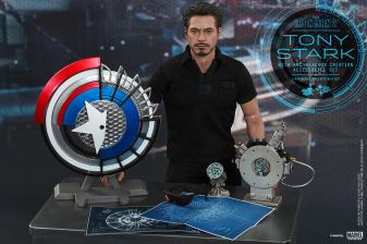 Hot Toys Tony Stark Iron Man 2 figure - with accessories
