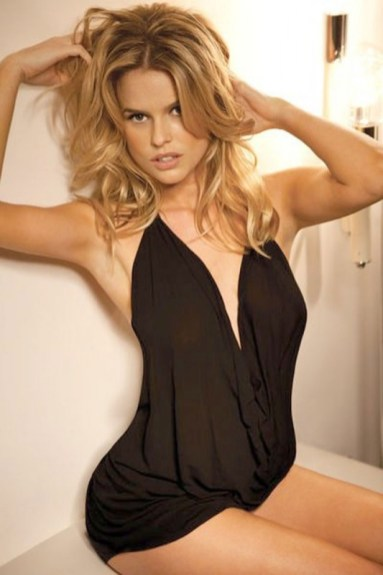 Alice Eve tossled hair