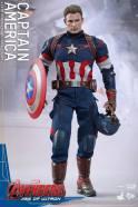 Hot Toys The Avengers Age of Ultron Captain America - holding helmet