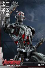 Hot Toys Age of Ultron - Ultron Prime - posing