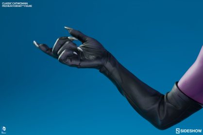 Catwoman premium format figure Sideshow - claws close up