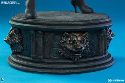 Catwoman premium format figure Sideshow - detailed base