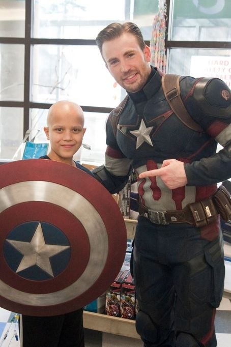 Chris Evans with pal at Seattle Children's Hospital