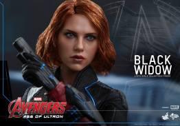 Hot Toys Avengers Age of Ultron - Black Widow - close up guns up