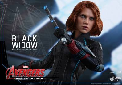 Hot Toys Avengers Age of Ultron - Black Widow - drawing gun