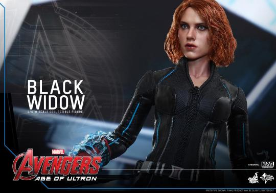 Hot Toys Avengers Age of Ultron - Black Widow - side angle