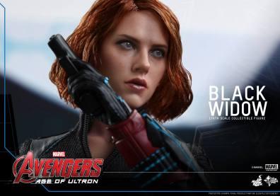 Hot Toys Avengers Age of Ultron - Black Widow - side shot