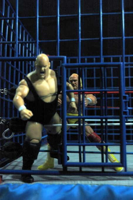Hulk Hogan Defining Moments figure - trying to stop Bundy from leaving