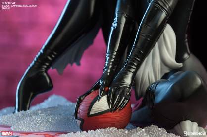 Sideshow - Black Cat - J Scott Campbell statue - holding Spidey ball of wool