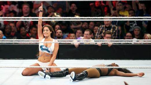 WWE Extreme Rules - Nikki Bella vs Naomi