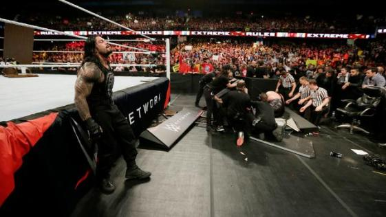 WWE Extreme Rules - Roman Reigns last man standing