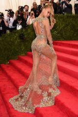 2015 Met Gala - Beyonce going up stairs