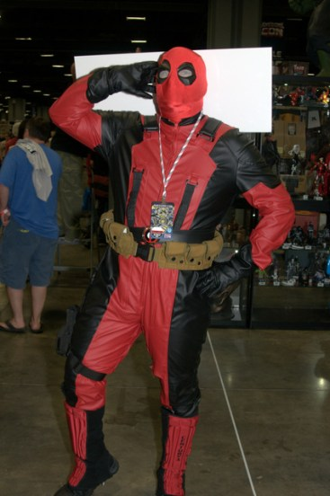 Awesome Con 2015 Day 1 cosplay -Deadpool mugging