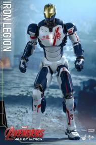Hot Toys Iron Legion figure - getting ready