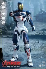 Hot Toys Iron Legion figure - talking aim