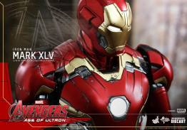 Hot Toys Iron Man Mark XLV figure - armor damage detail