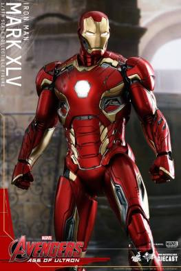 Hot Toys Iron Man Mark XLV figure - main standing