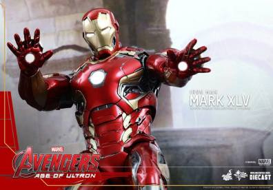 Hot Toys Iron Man Mark XLV figure - repulsors out