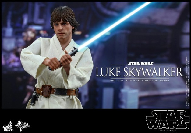 Hot Toys Star Wars Luke Skywalker - holding lightsaber
