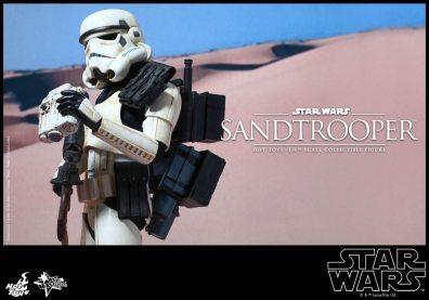 Hot Toys Star Wars Sandtrooper- clutching binocs