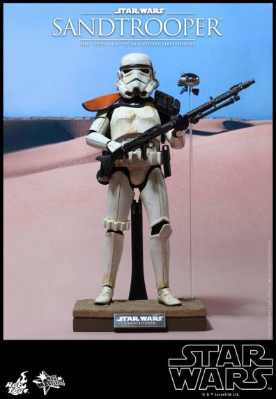 Hot Toys Star Wars Sandtrooper- on stand