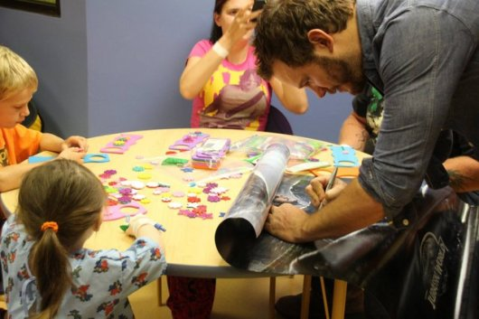 Chris Pratt at Our Lady of the Lake Children's Hospital - autographing again