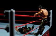 Eddie Guerrero Hall of Fame figure review -flip out into ring