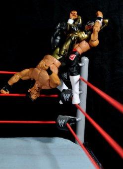 Eddie Guerrero Hall of Fame figure review -top rope huricarana