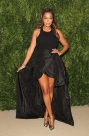 La La Anthony -legs