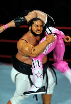 Yokozuna figure review Hall of Fame - bear hug Bret Hart