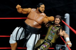 Yokozuna figure review Hall of Fame - elbow smash Randy Savage