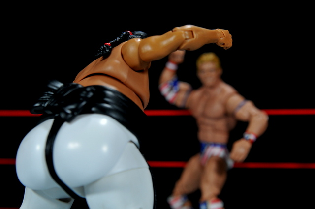 Yokozuna figure review Hall of Fame - heading to Lex Luger