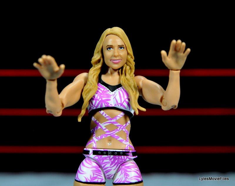 Emma WWE Mattel Basic 30 - Divas man hands