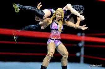 Emma WWE Mattel Basic 30 -fireman's carry