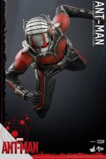Hot Toys Ant-Man figure -falling