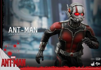 Hot Toys Ant-Man figure -running into battle