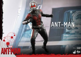 Hot Toys Ant-Man figure -springing into action