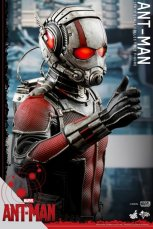 Hot Toys Ant-Man figure -thumbs up