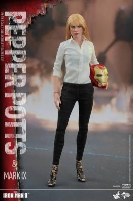 Hot Toys Iron Man 3 Pepper Potts -standing straight