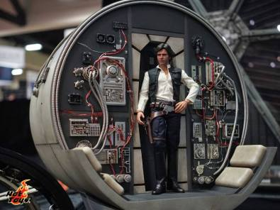 Hot Toys SDCC'15 - Millennium Falcon cockpit rear