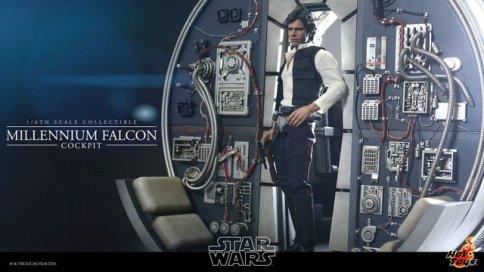 Hot Toys Star Wars Millennium Falcon cockpit - Han on outside