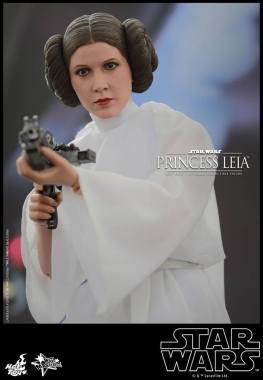 Hot Toys Star Wars Princess Leia - taking aim