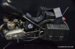 Daryl Dixon Walking Dead deluxe figure -chopper detail